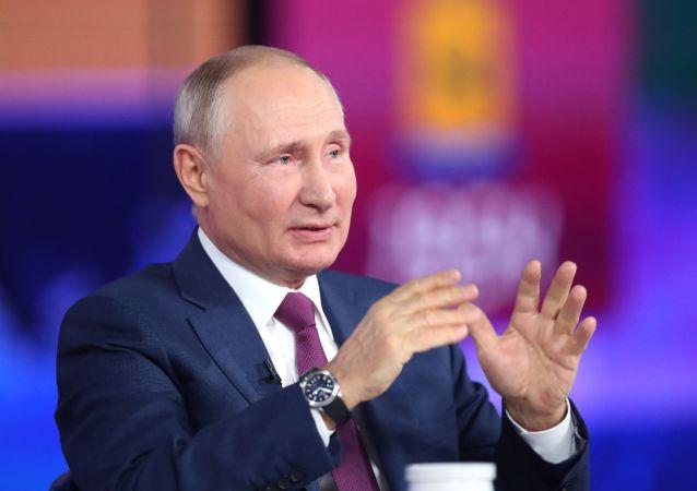 """俄总统新闻秘书:通过""""直播连线""""向普京提出的每一问题都会得到考虑"""