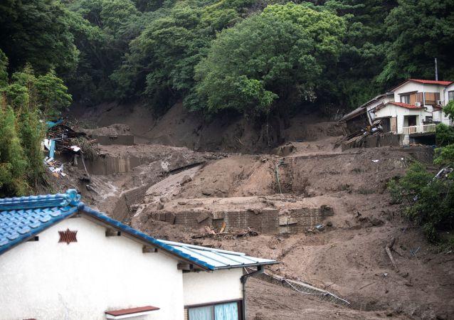 媒体:日本西部山体滑坡造成山区居民点超120人被困