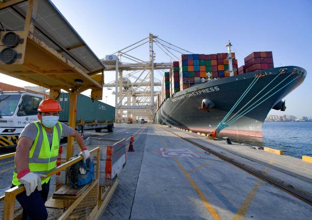 迪拜港口在爆炸後確保船隻正常航行