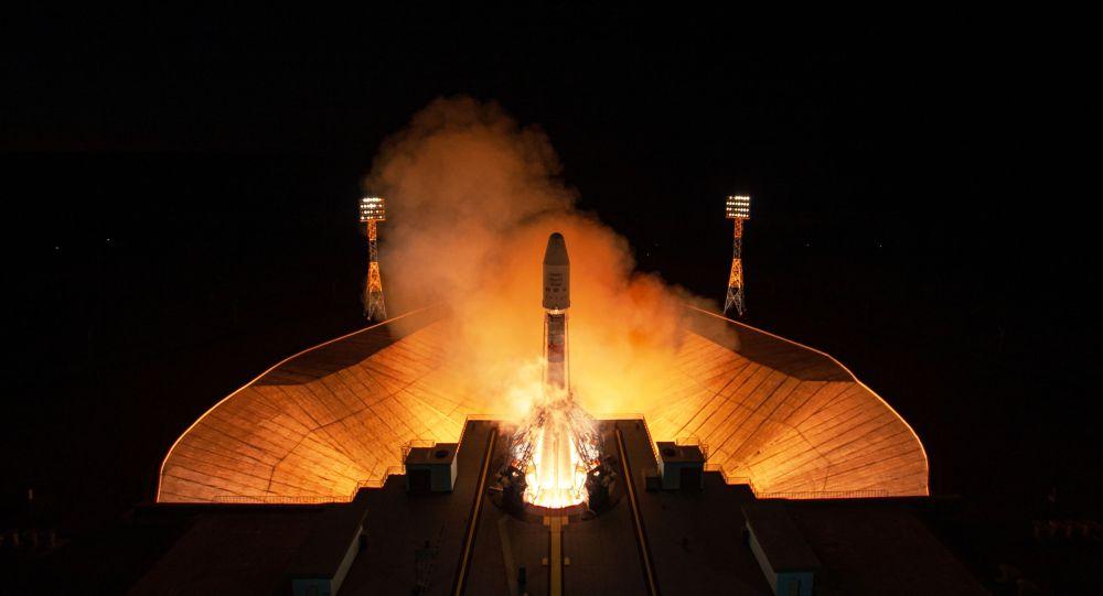 """俄""""巡航舰""""推进器成功将英国OneWeb通信卫星送入轨道"""