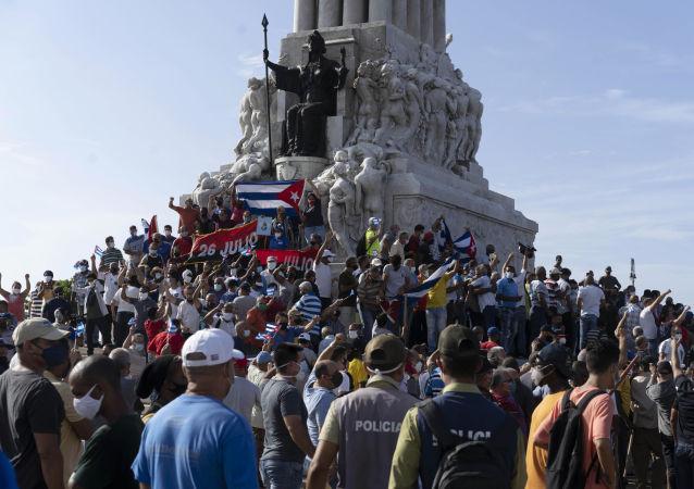古巴多地共產黨人遊行抵制挑釁抗議