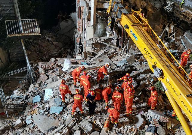 苏州酒店坍塌事故已致8人遇难 仍有9人失联