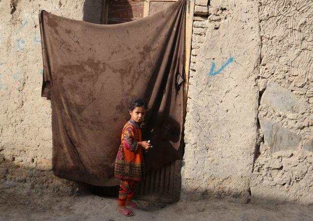 一名阿富汗人準備以590美元出售女兒只為讓家人不挨餓