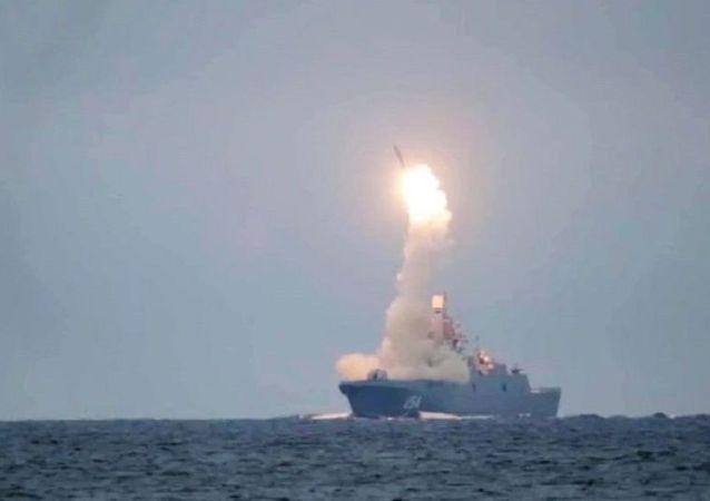 俄國防部:從白海水域發射的「鋯石」導彈直接擊中350公里開外目標