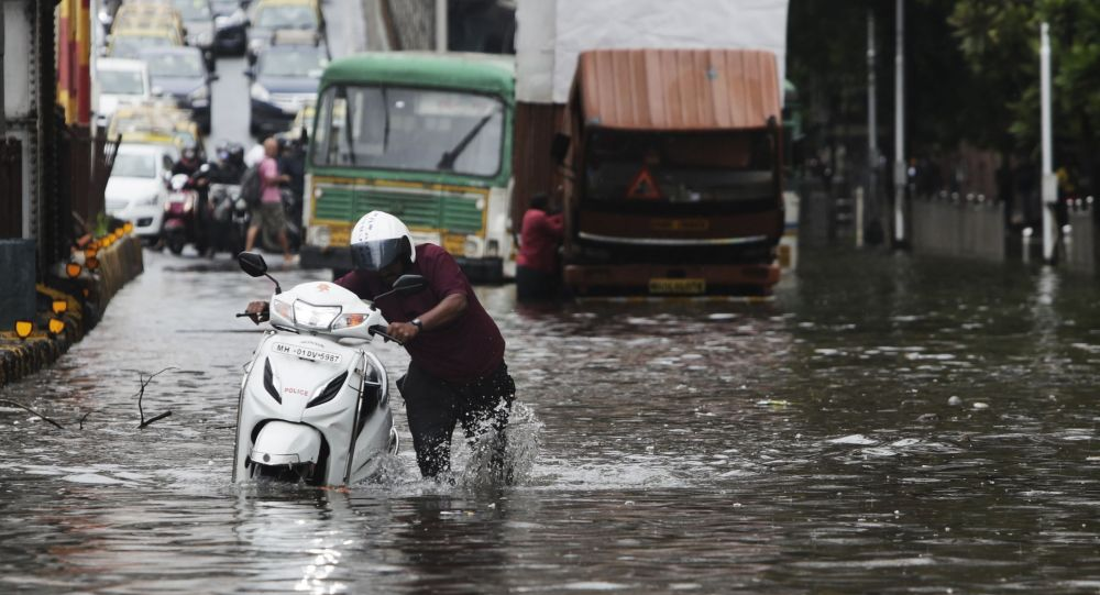 普京就印度西部水災向印方領導人致慰問電