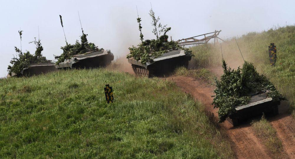 俄军伊尔-76运输机开始向驻塔吉克斯坦军事基地运送BMP-2M步兵战车