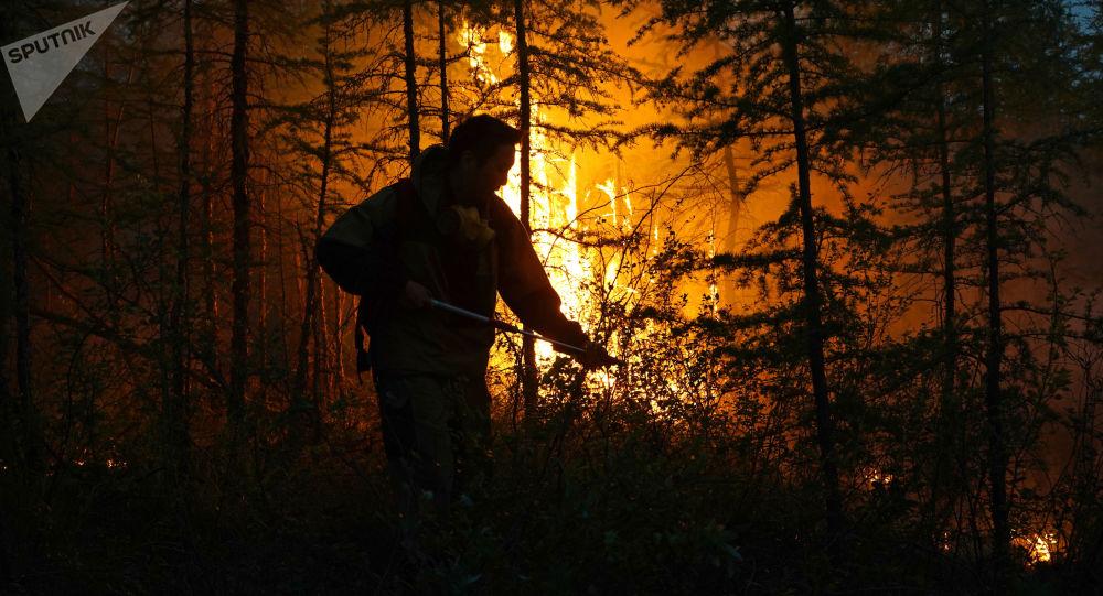 俄奧倫堡市連續第3天撲救天然火災