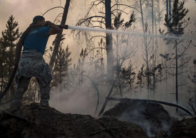 近20件軍用車輛運抵雅庫特參與滅火