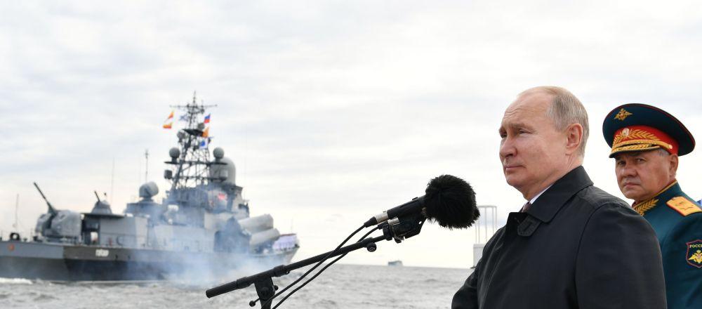 普京就俄罗斯海军节向海军官兵表示祝贺