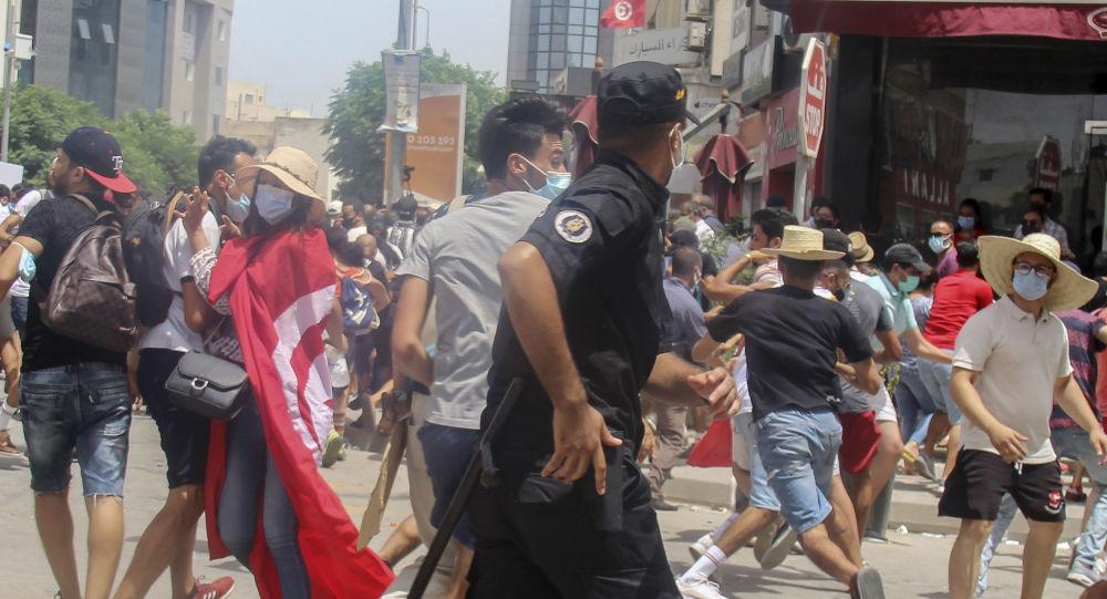 媒体:突尼斯议会议长及64名议员被禁止出境