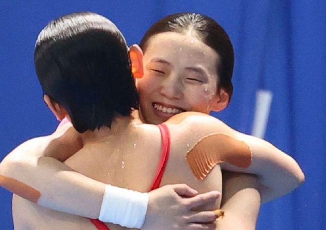 中国运动员陈芋汐张家齐夺得东京奥运会女子跳水双人10米台冠军