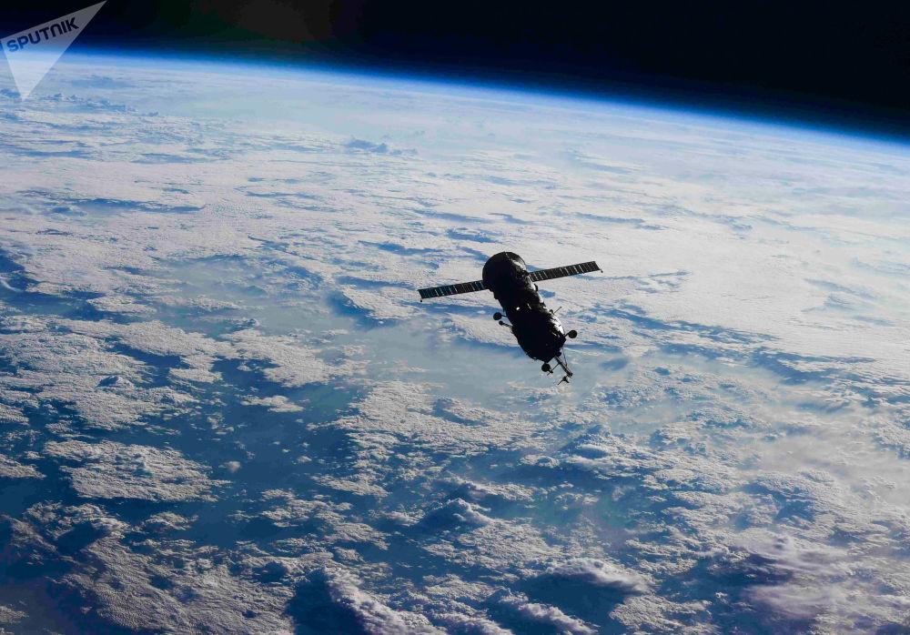俄羅斯碼頭號節點艙從國際空間站脫離,重新進入地球大氣層