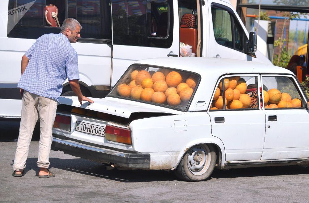 阿塞拜疆桑吉蘭地區一輛裝滿香瓜的汽車