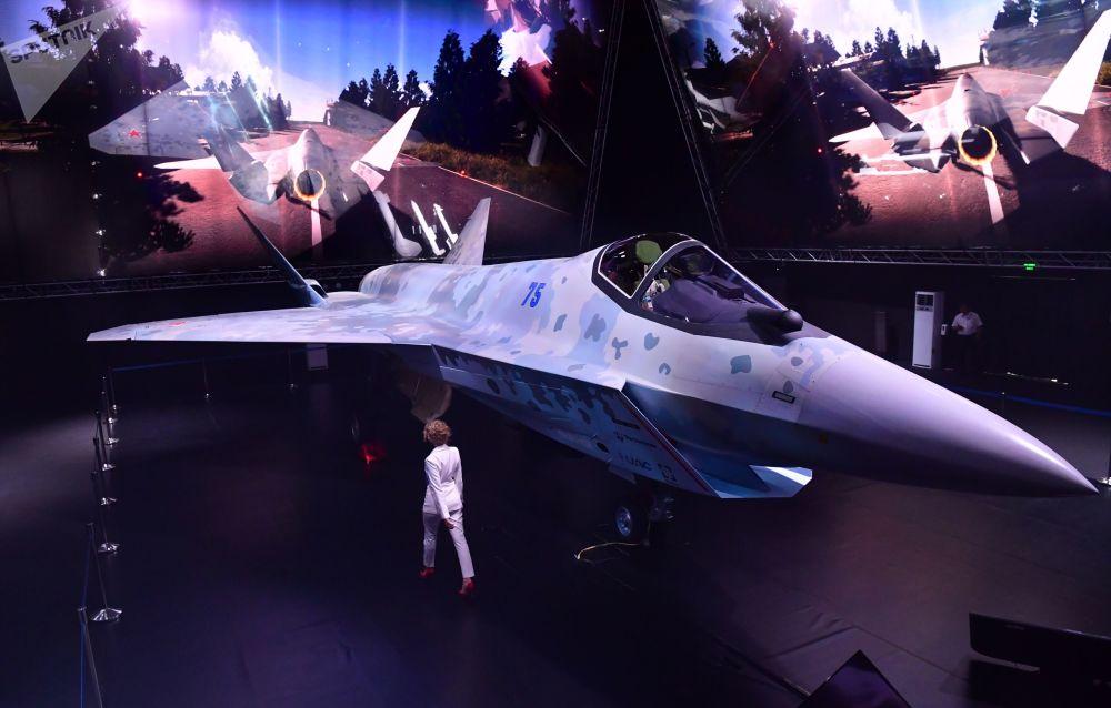 俄羅斯新型單發動機第五代戰機原型機在MAKS-2021航展亮相