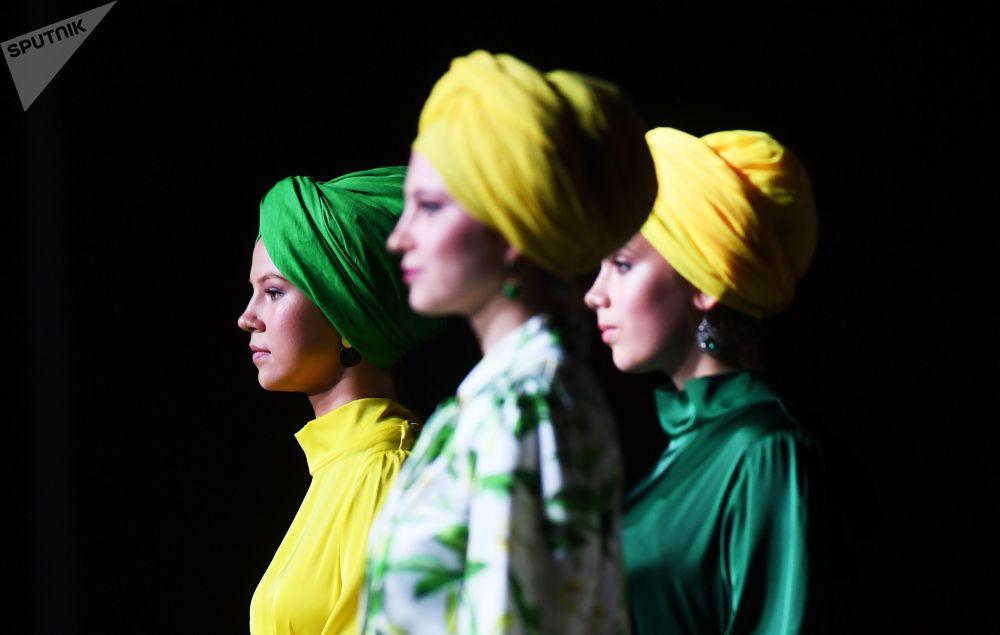 在第十二屆國際經濟峰會「俄羅斯伊斯蘭世界:喀山峰會」框架內的時裝秀
