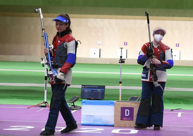 尤利婭·濟科娃(左)和尤利婭·卡里莫娃
