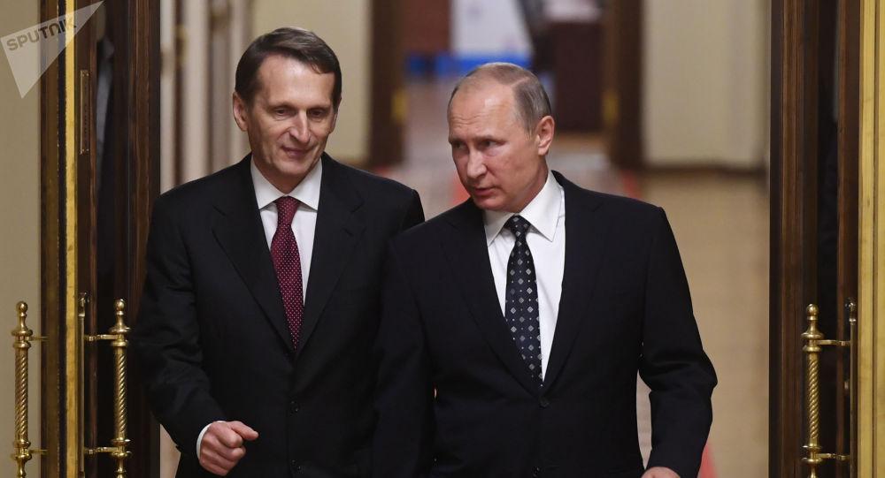 俄羅斯總統普京(右)與俄羅斯對外情報局局長納雷什金