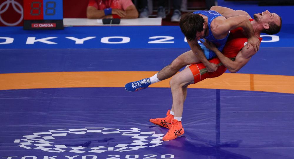 叶梅林夺得奥运会60公斤以下级希腊罗马摔跤铜牌