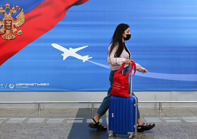 首批俄羅斯遊客在中斷6年後飛往埃及赫爾格達