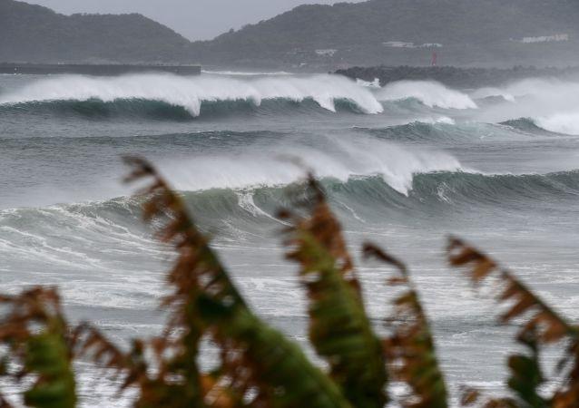 媒体:韩国1万多人因台风而疏散