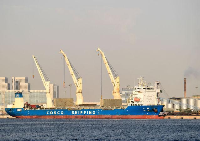 迪拜政府:迪拜南部港口塑料制品厂发生火灾
