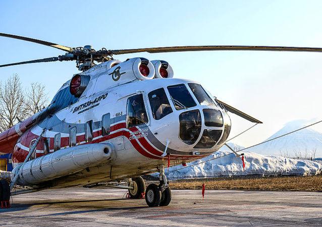俄高官:坠入堪察加半岛库里尔斯科耶湖的米-8直升机打捞出水
