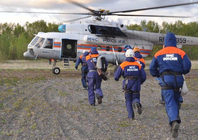 堪察加米-8直升机坠湖事件中第5具遇难者遗体被打捞出水面