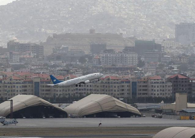 意大利空军一架飞机从喀布尔起飞时遭到攻击