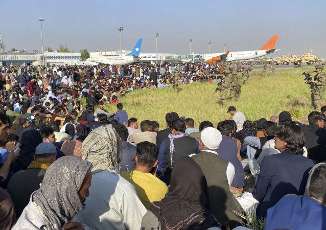 媒体:美国政府希望难民救助组织接纳5万名阿富汗人