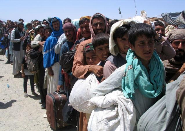 被安置在美军基地的阿富汗难民袭击一名美国女兵