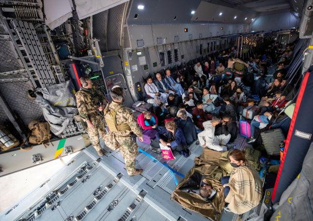 美国将用自己的军事基地接收从阿富汗逃出的飞行员