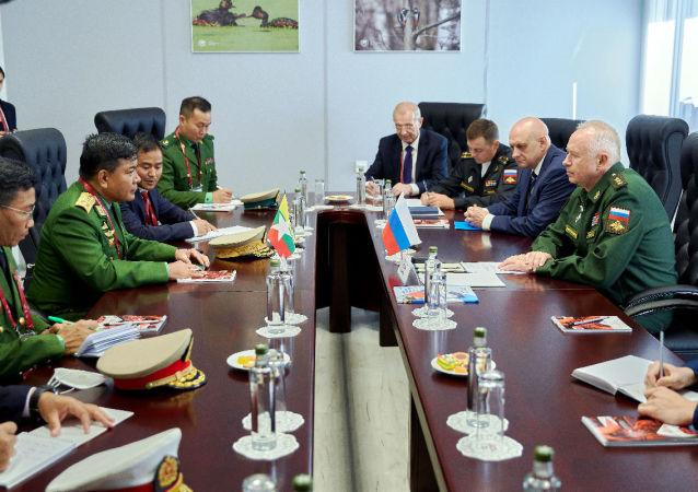 俄羅斯副防長與緬甸武裝部隊總參謀長舉行會談