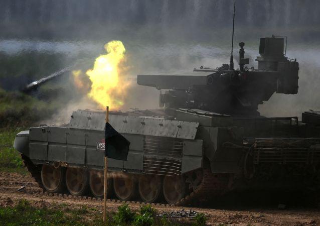 """""""军队-2021""""论坛的BMPT-72坦克"""