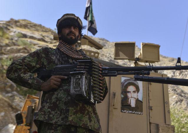 阿富汗潘杰希尔省因战争期间输电线支架被毁而断电