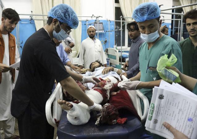 阿富汗,喀布尔恐怖袭击后,接受过治疗躺在病房里的伤者。