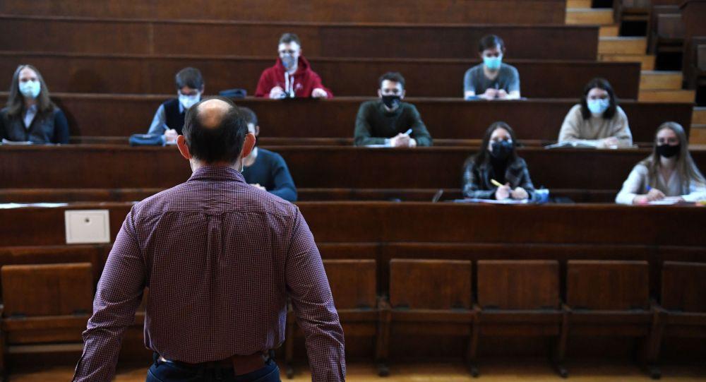 莫斯而且会有危险科大学的大学生