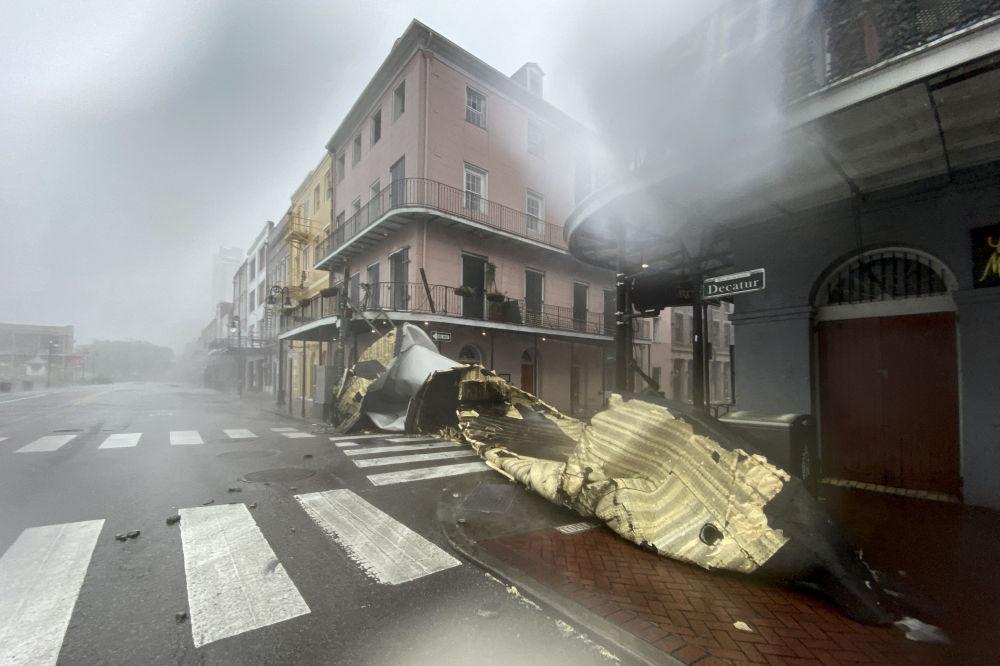 """飓风""""艾达""""袭击路易斯安那州时被毁坏的建筑物。"""
