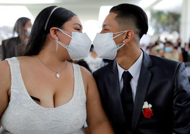 秘鲁200对夫妇集体办婚礼