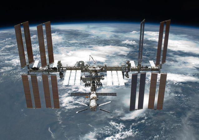 """国际空间站俄罗斯""""星辰""""号夜间报警器报警,乘组人员报告称,有塑料燃烧的烟雾和气味"""