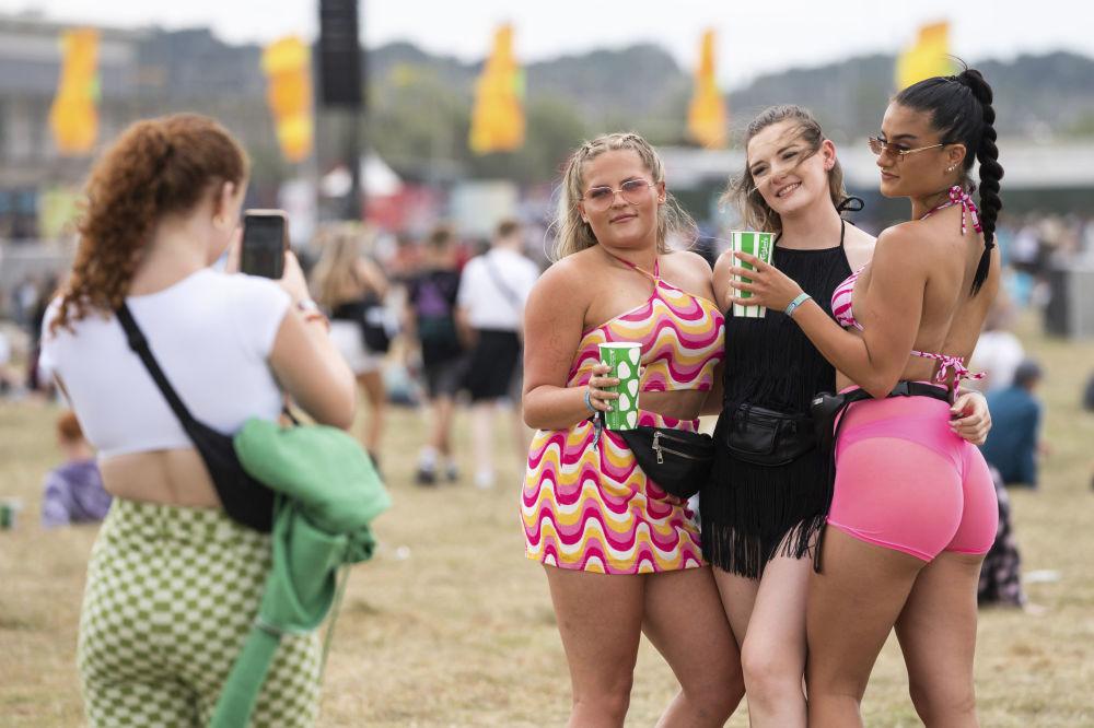 英国雷丁音乐文化节上的观众。