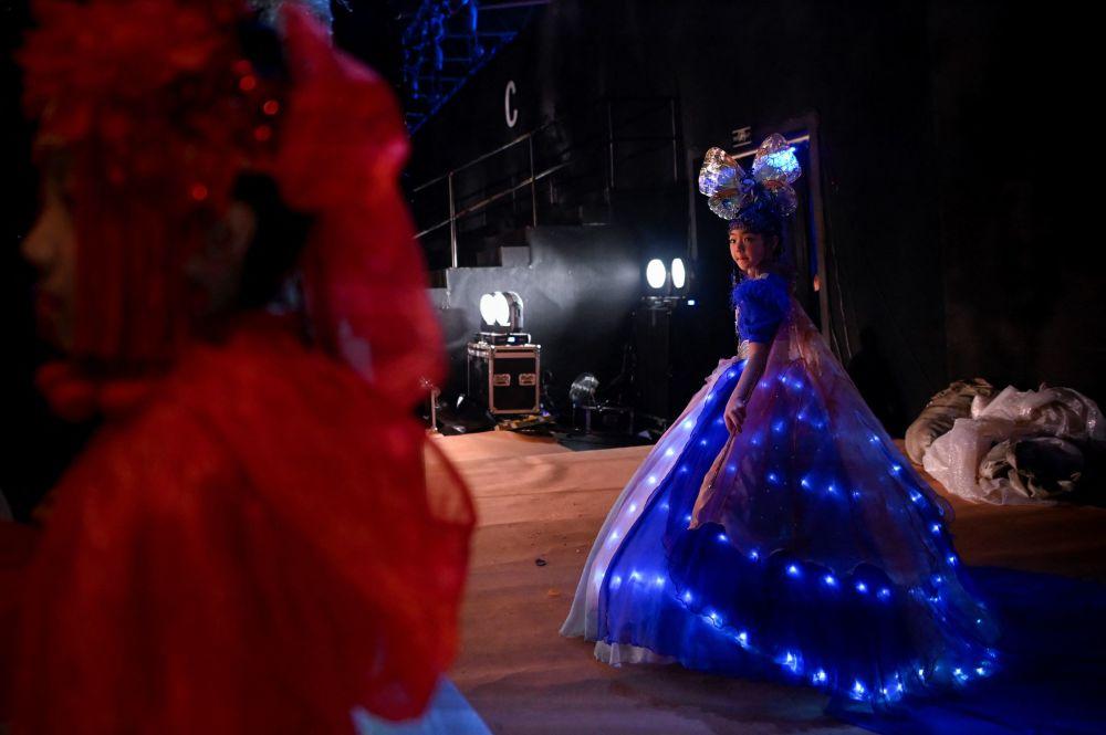 中国时装设计师金景怡作品在时装周登场展示。