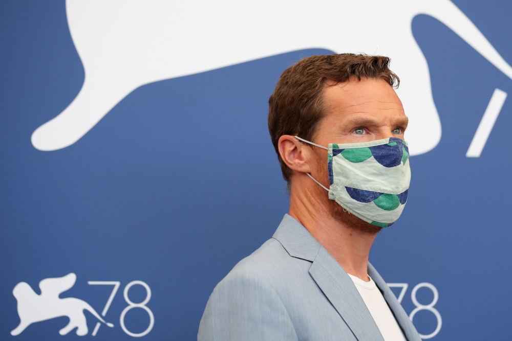 演员本尼迪克特•坎伯巴奇参加第78届威尼斯国际电影节开幕式。