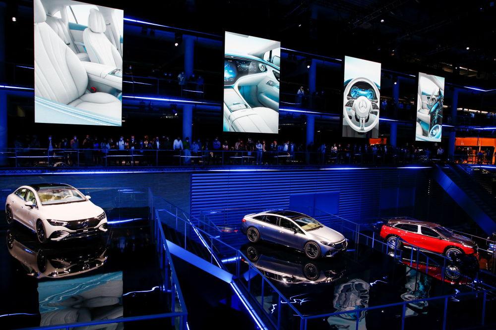 迈巴赫EQE和AMG EQS53概念车在慕尼黑国际车展开幕式上亮相。