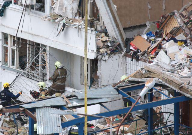 莫斯科州诺金斯克煤气爆炸废墟中清理出第二具遇难者遗体