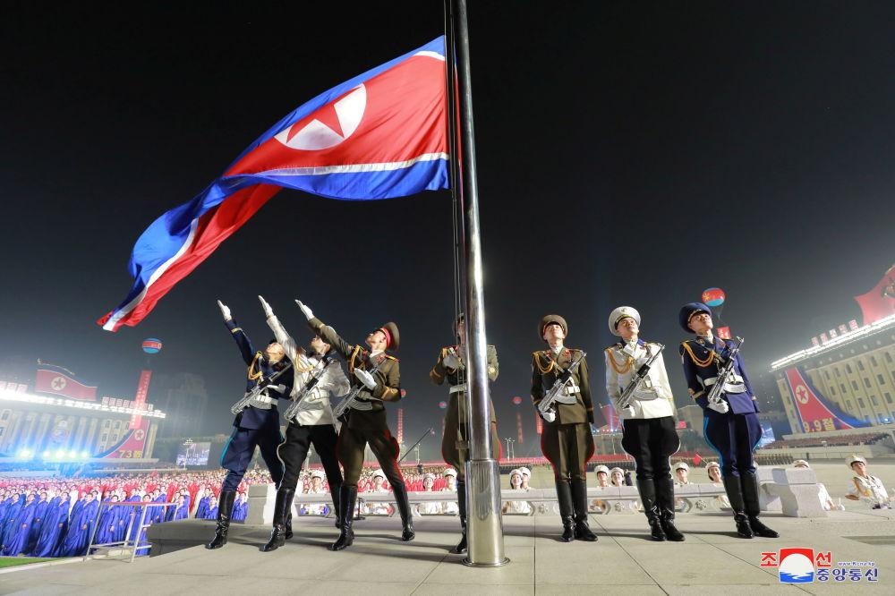 朝鲜举行建国73周年阅兵式。