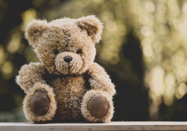 萨哈林一男子在朋友家的玩具熊中发现300万卢布并盗走