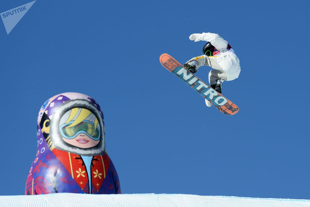瑞典选手斯文•托尔格伦在索契冬奥会单板滑雪比赛中。
