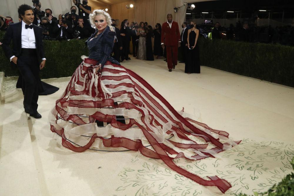 2021纽约大都会艺术博物馆慈善舞会红毯秀中最炫丽的身影