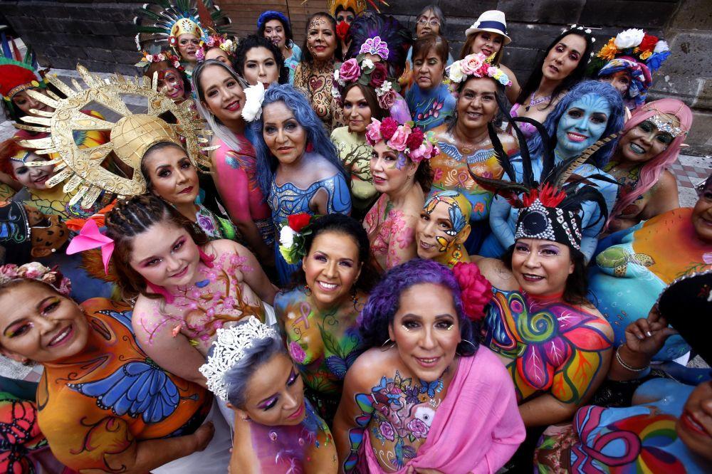 """参加第五期""""A brushstroke for life""""活动的乳腺癌患者,墨西哥瓜达拉哈拉市"""