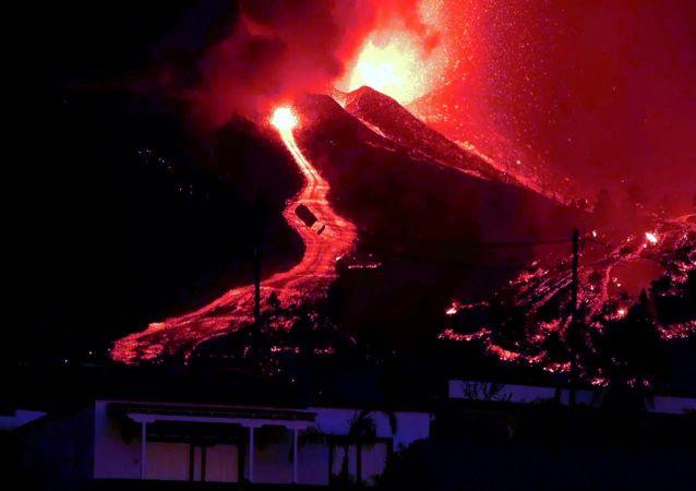 西班牙(拉)帕尔马岛上火山爆发